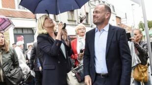 La présidente du Rassemblement national Marine Le Pen à Hénin-Beaumont avec son maire, Steeve Briois, le 8 septembre 2019.