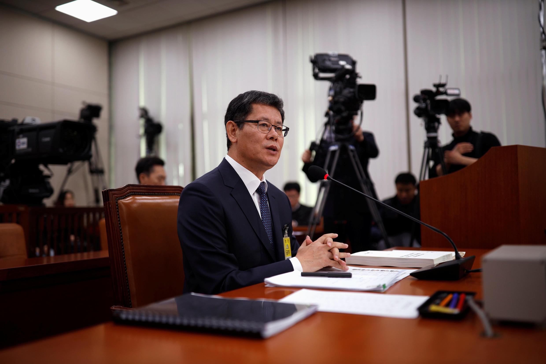 Ông Kim Yeon-chul, bộ trưởng bộ Thống Nhất Hàn Quốc, đã từ chức sau hơn 1 năm được bổ nhiệm. Ảnh chụp ngày 26/03/2019 khi ông nhậm chức, ở Seoul.