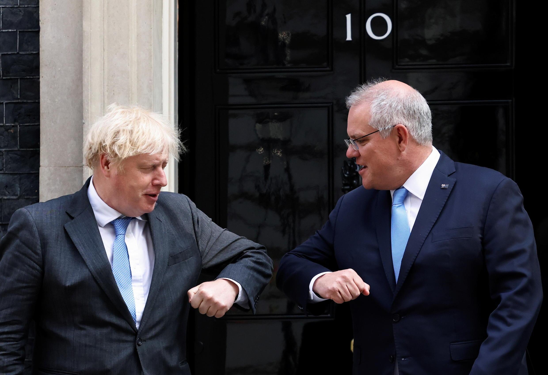 Le Premier ministre britannique Boris Johnson (G) et son homologue australien Scott Morrison. Le 14 juin 2021 à Londres.