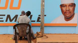 Affiche de campagne de Hama Amadou lors des élections de 2016. L'opposant a été emprisonné lundi 1er mars 2021 à Niamey après trois jours de garde à vue pour son rôle présumé dans les troubles ayant suivi la proclamation des résultats de la présidentielle au Niger.