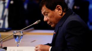 Rodrigo Duterte renonce finalement à relancer le processus de paix avec la NPA.