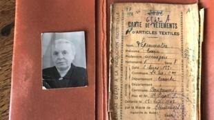 Carnet de tickets de rationnement pour le textile, les chaussures, la nourriture pendant la Seconde guerre mondiale.