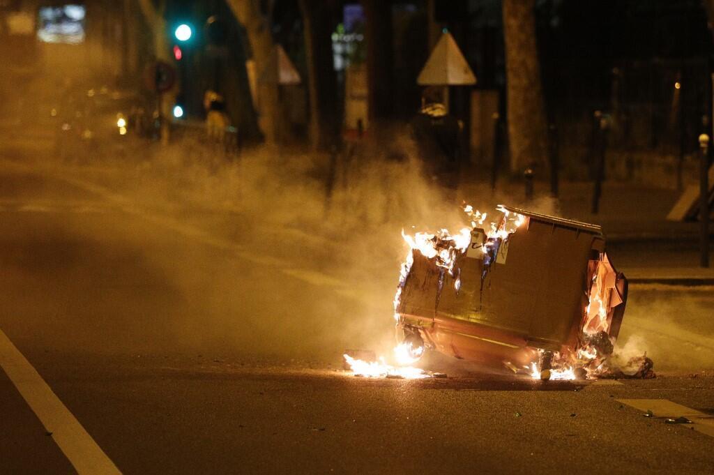 Беспорядки в Вильнев-ла-Гарен в понедельник вечером, 20 апреля.
