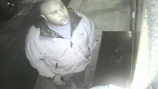 Christopher Dorner tem sua imagem capturada por câmera de vídeo no dia 28 de janeiro de 2013 num hotel do condado de Orange, na Califórnia.
