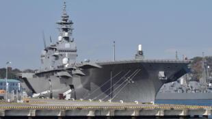 Khu trục hạm chở trực thăng lớp Izumo của Nhật Bản, ngày 06/12/2016, tại căn cứ quân sự Yokosuka.