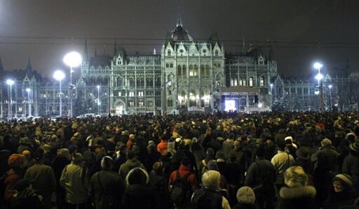 Manifestation en face du Parlement pour faire pression sur le gouvernement afin qu'il retire sa loi sur les médias, le 27 janvier 2011 à Budapest.