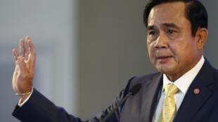 Thủ tướng Thái, tướng Prayuth Chan O Cha, trực tiếp kêu gọi người dân ủng hộ Hiến pháp mới.
