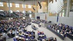 Le soir du 28 juin, la plupart des 620 députés du Bundestag avait déserté l'hémicycle pour regarder la demi-finale Allemagne-Italie de l'Euro de football.
