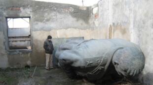 Памятник Сталину в Гори после демонтажа в 2010 г.