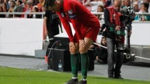 Cristiano Ronaldo bayan samun rauni, a wasan da kasarsa ta Portugal ta fafata da Serbia.