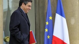 France's Prime Minister Francois Fillon leaves the Elysee Palace following the weekly cabinet meeting in Paris 9 February 2011.