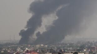 Những cột khói đen bốc cao sau vụ tấn công tự sát tại Kabul, Afghanistan, ngày 05/09/2019, vào lúc đặc sứ Mỹ trở lại Doha đàm phán với Taliban.
