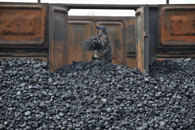 Entrepôt de charbon à Shenyan, Liaoning, Chine.