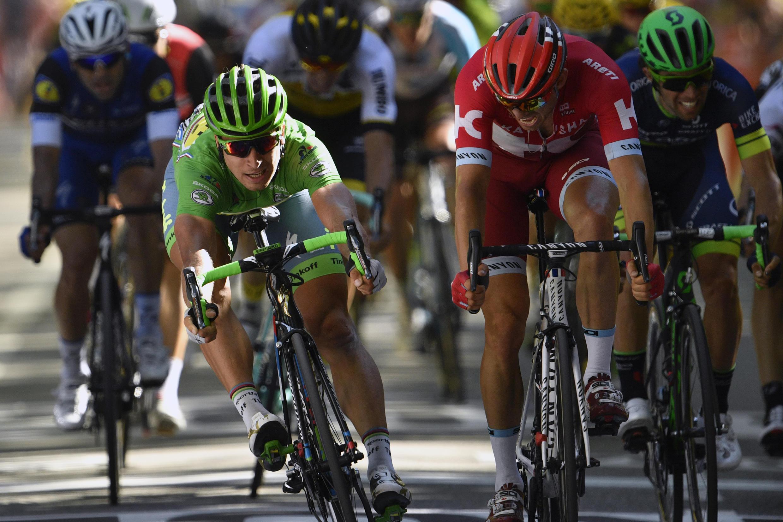 L'arrivée a été très serrée entre Sagan (vainqueur) et Kristoff, en rouge
