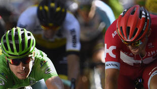 Sagan (verde) se impuso por un estrechísimo margente ante Kristoff (verde).