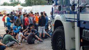 Imigrantes no acampamento de Dresden, na Alemanha, em foto de 29 de julho de 2015.