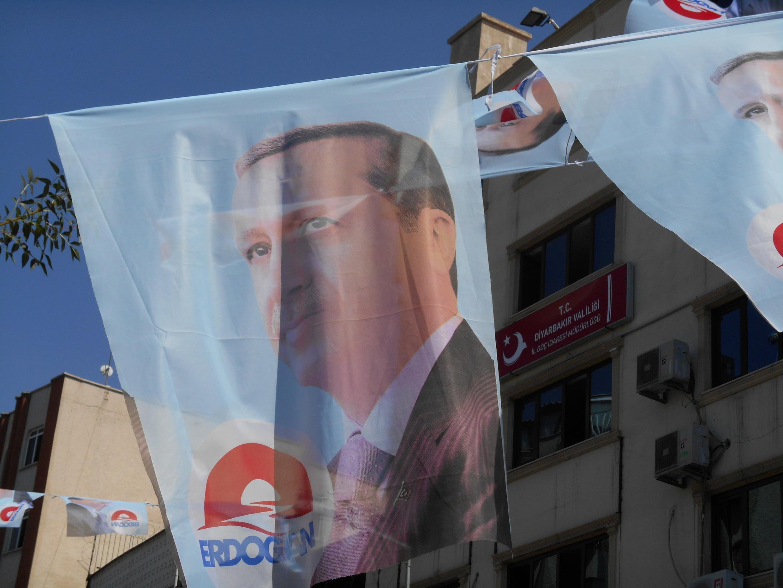 Cartaz da campanha de Recep Tayyip Erdogan, atual primeiro-ministro da Turquia e candidato à Presidência.