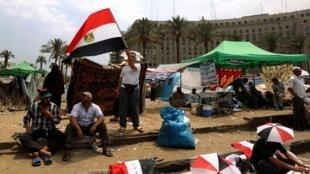 Des partisans du candidat des Frères musulmans, Mohamed Morsi, investissent toujours la place Tahrir au Caire avec leurs tentes multicolores, le 23 juin 2012.