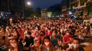 緬甸仰光街頭周日的反政變抗議活動 2021年3月14日 資料照片