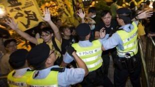 Biểu tình phản đối trước khách sạn, nơi ở của ông Lý Phi (Li Fei), Phó Tổng thư ký Ủy ban thường vụ Quốc hội Trung Quốc, Hồng kông, 01/09/2014