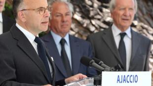 Bernard Cazeneuve, ministre français de l'Intérieur, le 12 juin 2014 à la préfecture d'Ajaccio.
