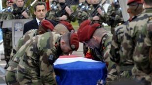 Николя Саркози на траурной церемонии в память троих солдат 17 парашютно-десантного полка в Монтобане 21/03/2012