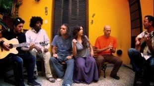 Algunos de los miembros de la Trovuntivitis: Yordán Romero, Karel Fleites, Roly Berrío, Alain Garrido, Yaíma Orozco y Leonardo García.