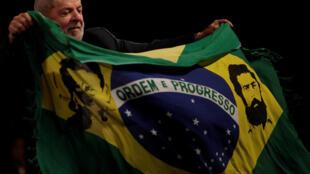 A poucos dias de seu julgamento em segunda instância, ex-presidente Lula faz discurso no Rio de Janeiro (16/01/2018).