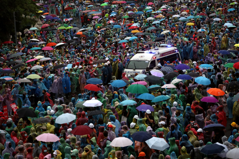 2020-10-18T112839Z_1576349273_RC2ZKJ90BM5H_RTRMADP_3_THAILAND-PROTESTS