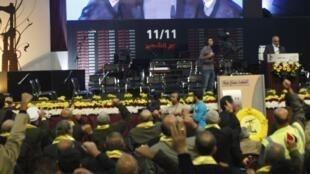 O líder do Hezbollah libanês, Nassan Nasrallah, durante mensagem transmitida em uma manifestação nos arredores de Beirute, em 12 de novembro de 2012.