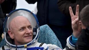 El astronauta Scott Kelly poco después de su llegada a la Tierra, este 2 de marzo de 2016.
