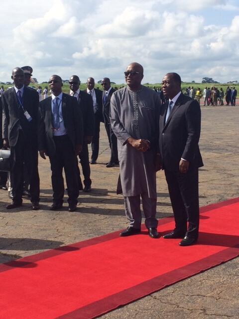 Marais wa Burkina Faso Roch Marc Christian Kaboré (kushoto) na Cote d'Ivoire Alassane Ouattara (kulia) katika mji wa Yamoussoukro, Julai 28, 2016.