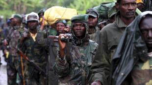 La rébellion congolaise du M23 se retirant de Sake, à 35 km de Goma, le 30 novembre 2012.