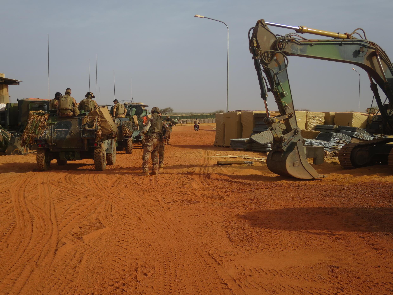 À Gossi, à environ 150 km de Gao, une base avancée est en train de sortir de terre sur un ancien site de l'ONU et des Forces armées maliennes (Fama). Une base située sur un carrefour économique, sur la route nationale 16 (RN 16).