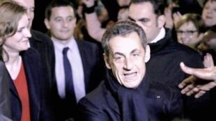 Nicolas Sarkozy, le nouveau président du parti de l'UMP à la sortie de son siège de campagne, le 29 novembre 2014.