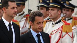 Nicolas Sarkozy passe en revue la garde d'honneur en compagnie du président syrien Bachar el-Assad à Damas, le 3 septembre 2008.