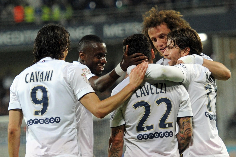 Jogadores do PSG comemoram gol de Ezequiel Lavezzi.