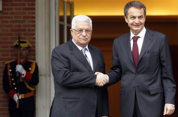 Zapatero y Abas, antes del encuentro en el Palacio de la Moncloa, al 12 de junio.