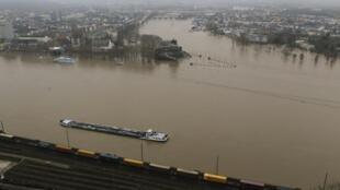 Foto da confluência dos rios Reno e Moselle na cidade de Klobenz, próxima do local do acidente.