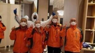 支援武汉  西安医疗队女队员集体理平头和光头      2020年2月9日