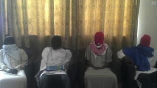 Члены исламистской группировки Боко Харам перед пресс-конференцией в Майдугури на севере Нигерии 23/02/2013