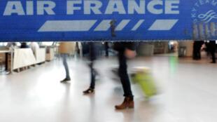 Samedi 7 avril, 25% des long-courriers au départ de Paris, 35% des moyen-courriers depuis et vers Roissy, 30% des court-courriers à Orly et en région seront annulés.