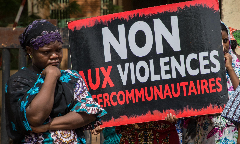 """Manifestation, devant le tribunal de Ouagadougou, au Burkina Faso, le 22 juin 2019, pour demander """"la vérité et la justice"""" pour les victimes de l'attaque de Yirgou, au nord du Burkina Faso, qui a fait 49 mort le 1er janvier 2019."""