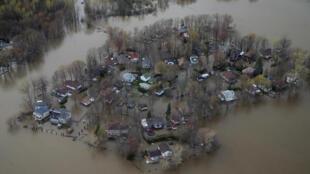 L'île Mercier, dans la province de Québec au Canada, entièrement sous les eaux ce 8 mai 2017.