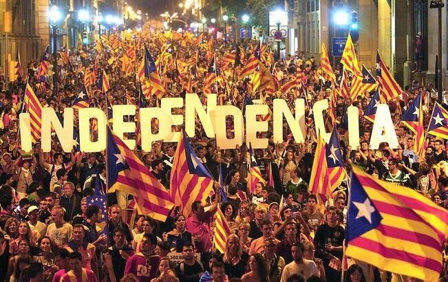 Manifestantes pedem a independência da Catalunha