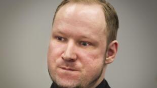 O assassino norueguês Anders Breivik durante o quinto dia de seu julgamento no tribunal de Oslo.
