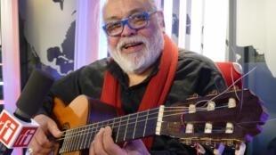 Hugo Díaz Cárdenas en los estudios de RFI