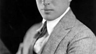 Charlie Chaplin lúc mới đến Mỹ lập nghiệp (charliechaplin.com)