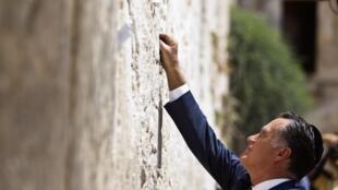 Mitt Romney devant le Mur des Lamentations dans la vieille ville de Jérusalem, le 29 juillet 2012.