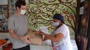 Des denrées offertes à l'association des femmes indépendantes, Ami, à Medellin.